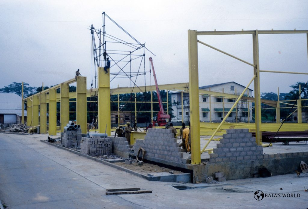 Construction of a factory in Kinshasa, 1970